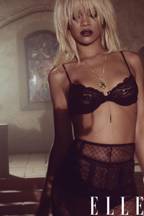 Rihanna, Black Bra