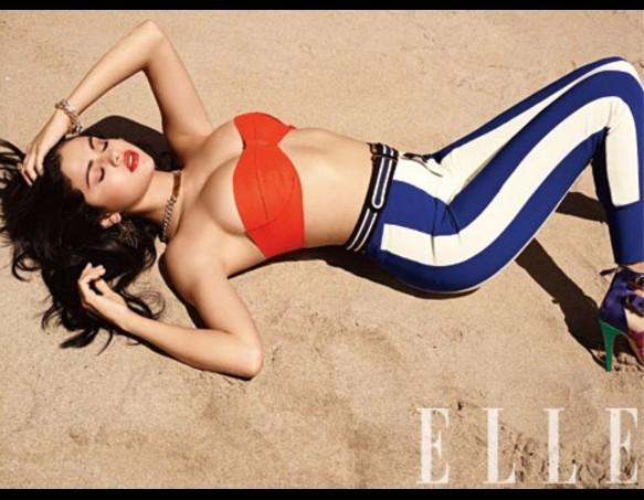 Selena Gomez, Cleavage