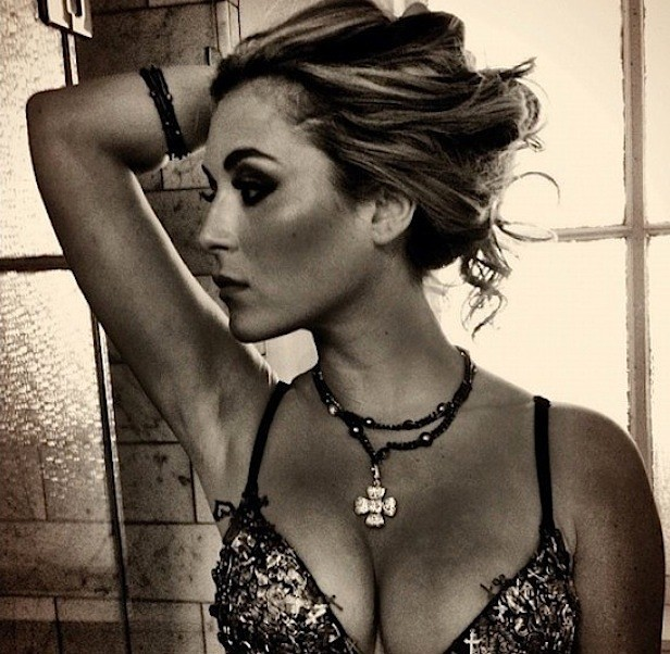 Alexa Vega, Cleavage