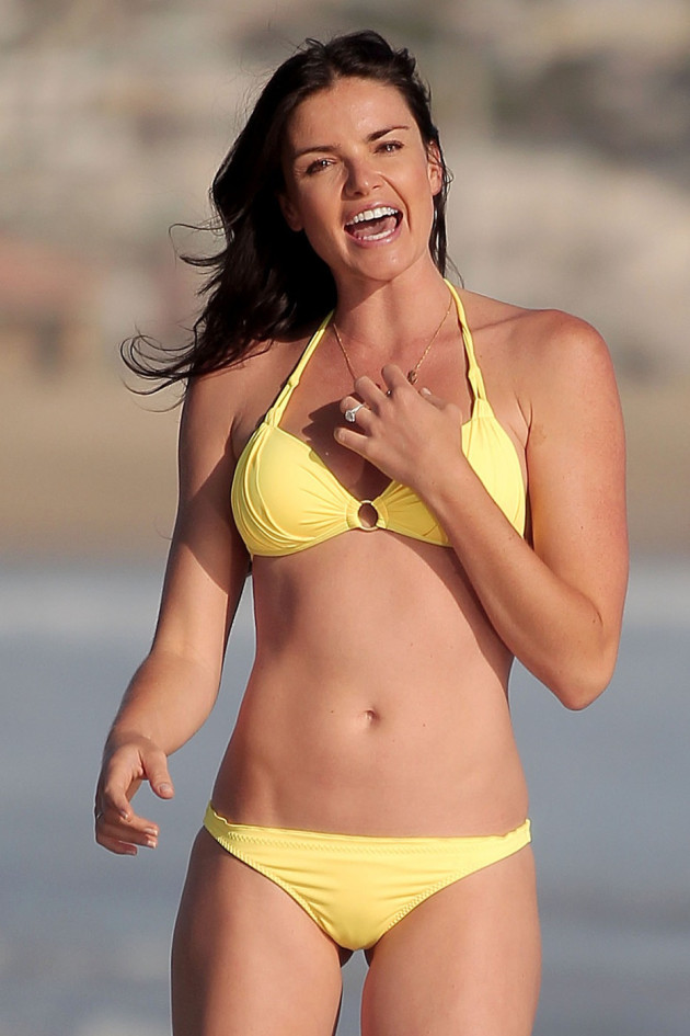 Courtney Robertson, Bikini