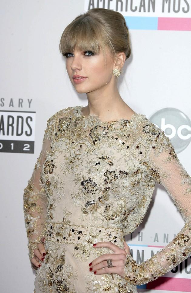 Taylor Swift AMA Pose