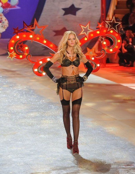 Erin Heatherton VS Fashion Show