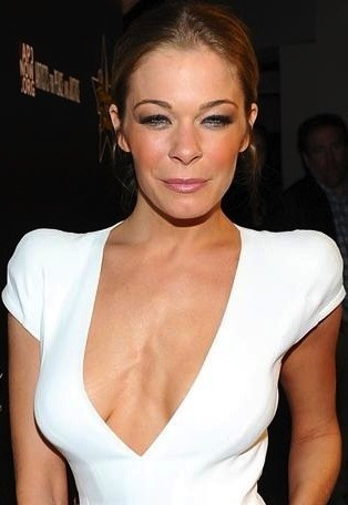 Le Ann Rimes Cleavage - The Hollywood Gossip