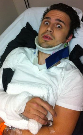 Kris Allen Broken Arm Pic