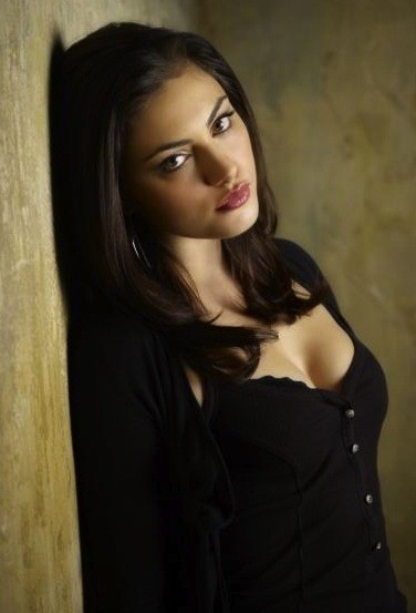 Phoebe Tonkin Photo