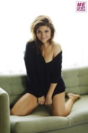 Sexy Tiffani Thiessen Photo
