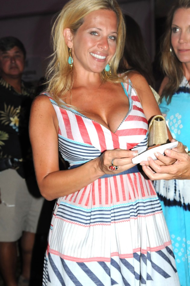 Dina Manzo, Boobs
