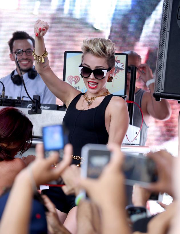 Miley Cyrus Dancing