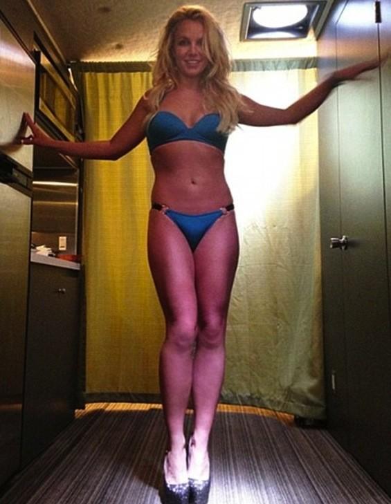 Britney Spears Bikini Picture (2013)