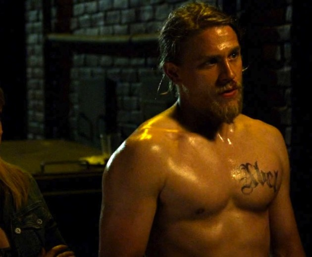 Charlie Hunnam, No Shirt