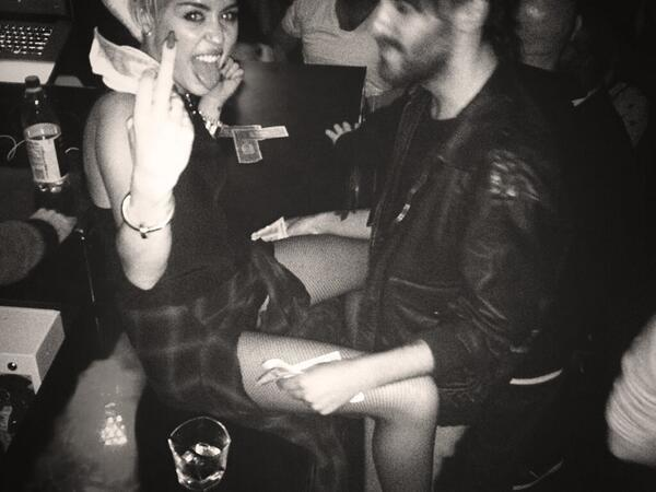 Miley Cyrus, Legs Spread