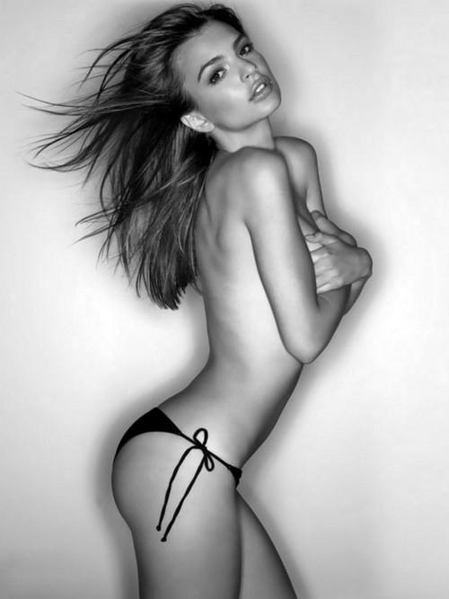 Emily Ratajkowski Topless Pic
