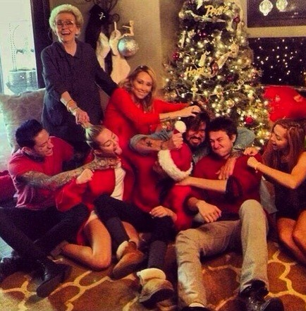 Cyrus Family on Christmas