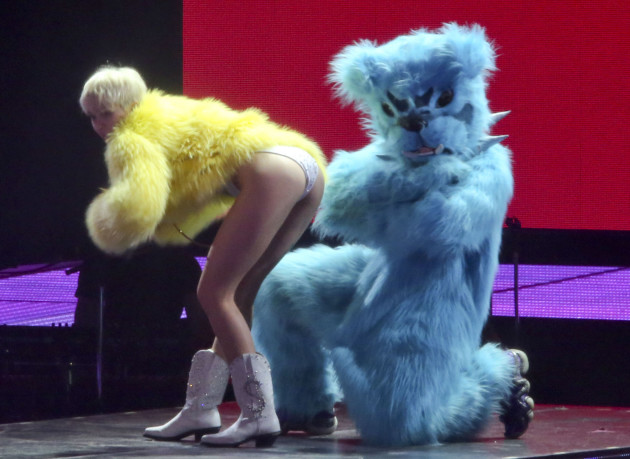 Miley Cyrus Twerks a Bear