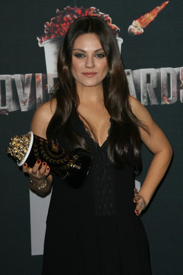 Mila Kunis: Pregnant at The MTV Movie Awards