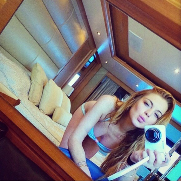 Lindsay Lohan Cleavage Selfie