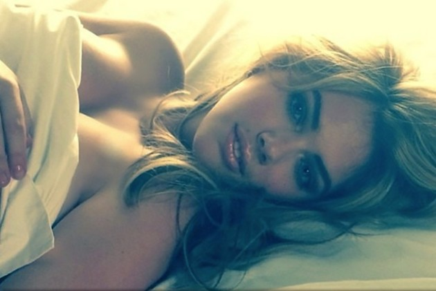 Kate Upton in Bed Photo