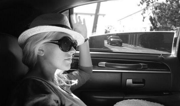 Christina Aguilera, Black and White