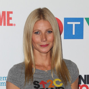 Gwyneth Paltrow Stands UP