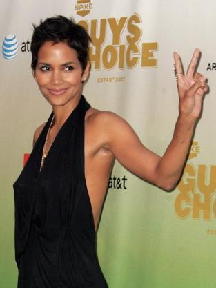Ladies and Gentlemen... Halle Berry