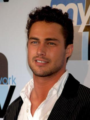 Taylor Kinney Photo