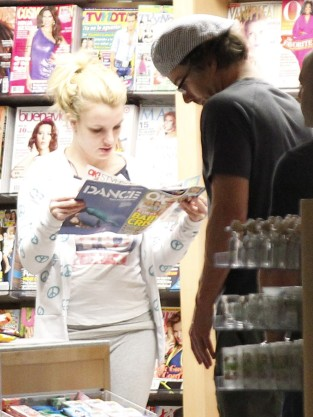 Britney Spears Reading Gossip