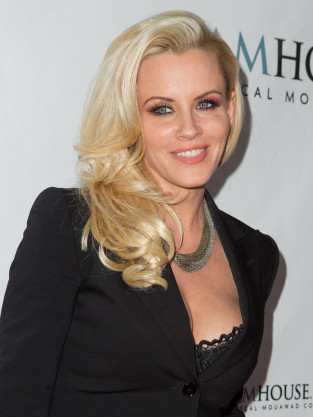 Clothed Jenny McCarthy Pic