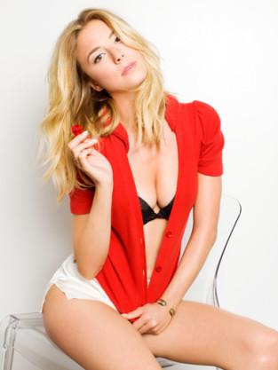 Emily VanCamp: Hot!