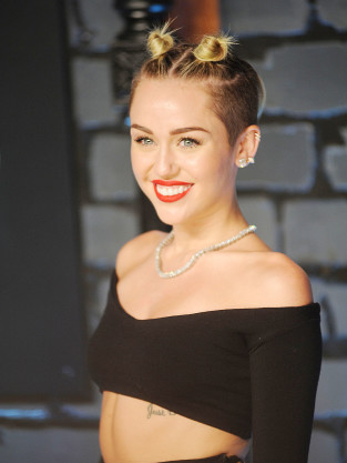 Miley Cyrus Red Carpet Image