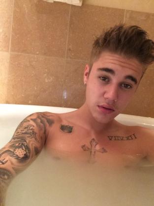 Justin Bieber Bath Selfie