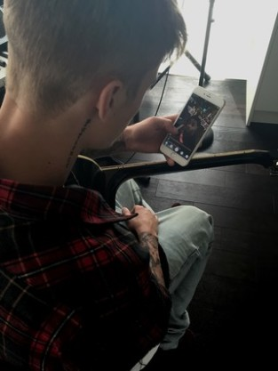 Justin Bieber with an iPhone 6