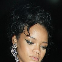 Which Rihanna hairstyle is better?