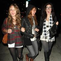 Shenae-grimes-out-with-friends