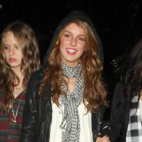 Shenae-grimes-parties-it-up