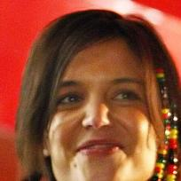 Katie Holmes' hairstyle is ...