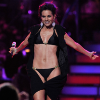Who has the better bikini body: Kara DioGuardi or Katrina Darrell?