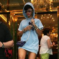 Rihanna: Yellow Heels!