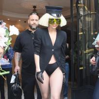 Pantsless-lady-gaga