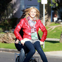 Stephanie Pratt Gets a Ride