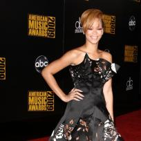 Who looked better at the AMAs, Rihanna or Kristen?