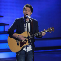 Lee DeWyze Performs