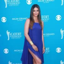 Who looked better at the CMAs: Camila Alves or Faith Hill?