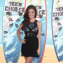 Who looked cuter at the 2010 Teen Choice Awards?