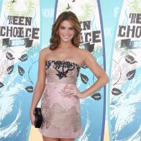 Who looks prettier: Ashley Greene or Selena Gomez?