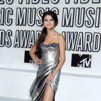 Who looked better at the MTV VMAs, Selena Gomez or Miranda Cosgrove?