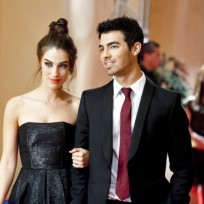 Joe-jonas-and-adrianna