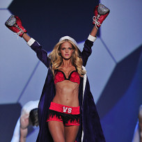 Who looked sexier at the Victoria's Secret Fashion Show: Erin Heatherton or Karolina Kurkova?