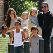 Brad angelina and six kids
