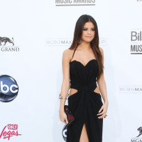 Who wore it best at the Billboard Music Awards: Selena or Taylor?