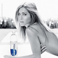 Topless-jennifer-aniston-smartwater-ad